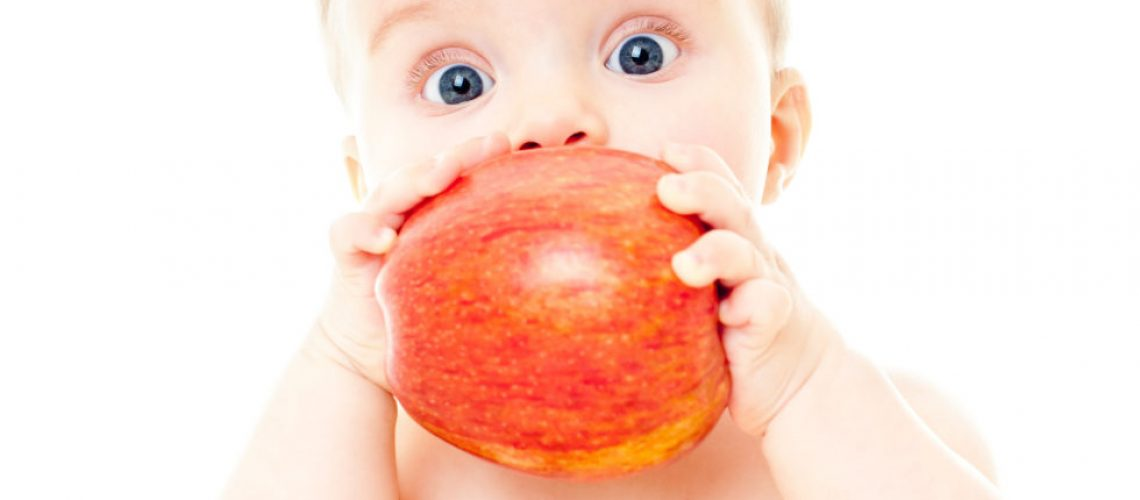 quel-age-donner-fruits-crus